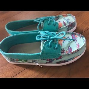 SANUK Shoes New
